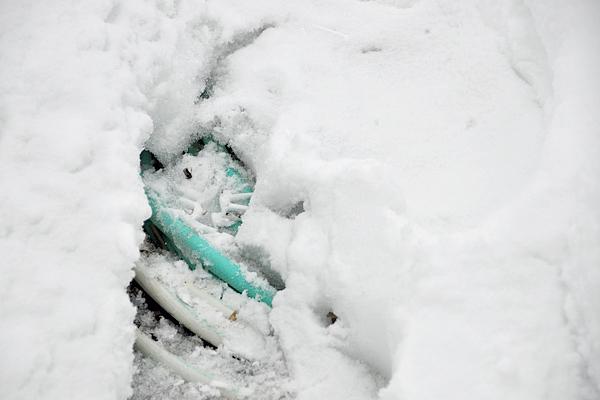 hose-in-snow