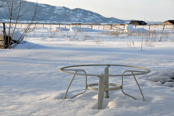 table-in-snow