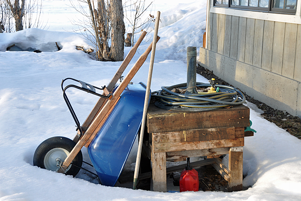 wheelbarrow-in-snow